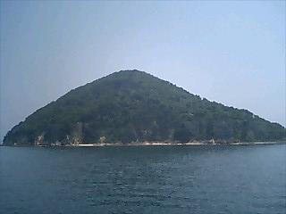 大槌島(無人島)060803_1026~0002.jpg